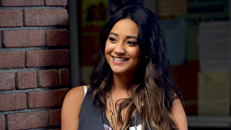 Pretty Little Liars - 12 Reasons Why We All Totally Crushed On Emily In Season 3 - Thumb