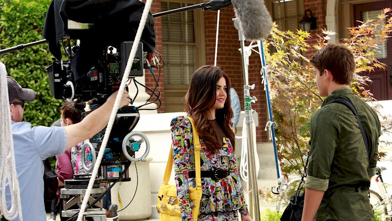 Pretty Little Liars - Want To Go Behind The Scenes Of PLL Season 4?  - Thumb