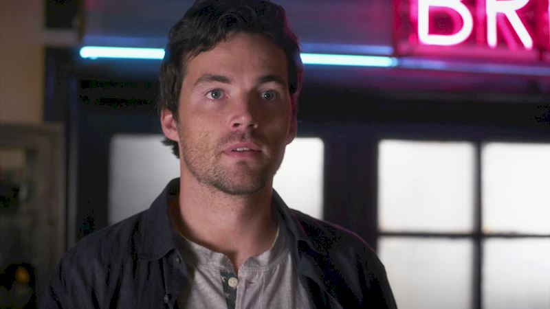 Pretty Little Liars - Missing Ezria? Check Out This Heart-Wrenching Video!  - Thumb