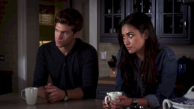 Pretty Little Liars - 14 Things That You'll Understand If You Love PLL But Secretly Hate People! - Thumb