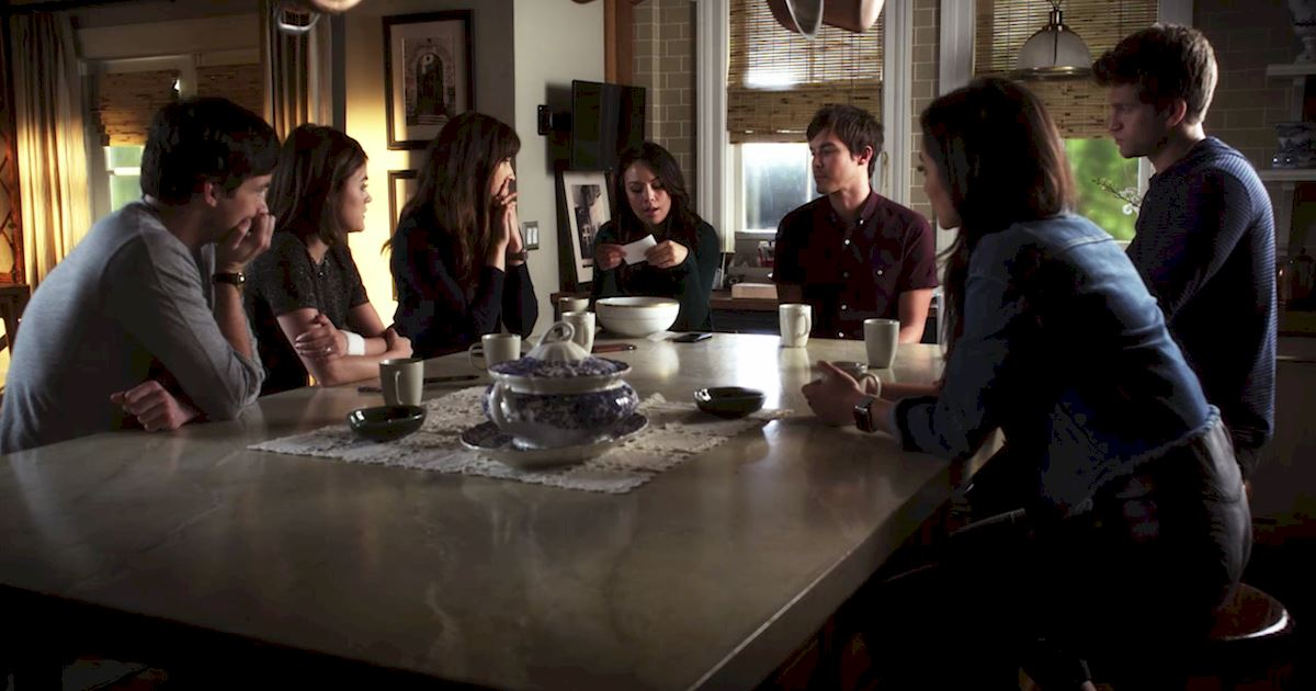 Pretty Little Liars - 10 Times The Liars Were The Best Detective Team  - 1002