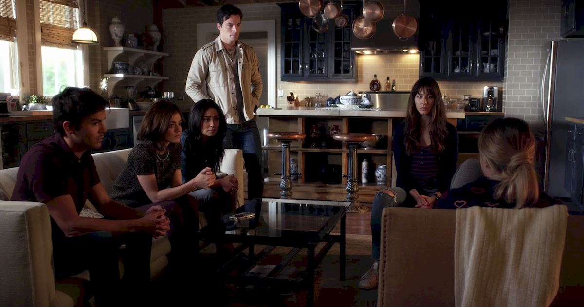 Pretty Little Liars - The 20 Major Things We Learned In Bedlam! - 1002