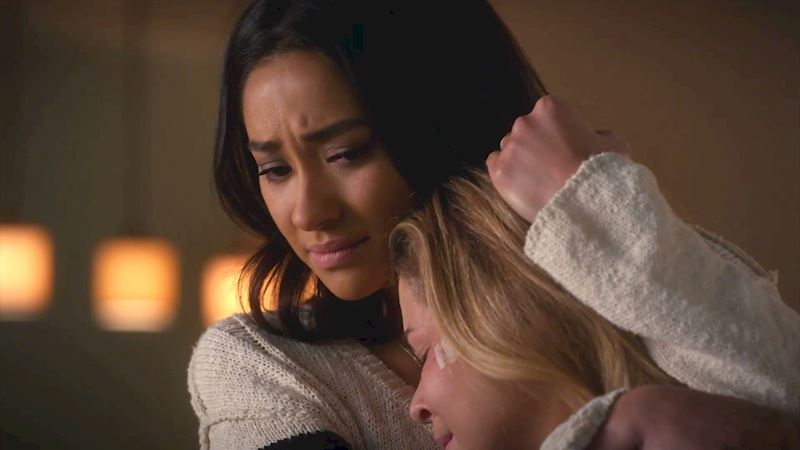 Pretty Little Liars - 12 Times The Liars & Co. Showed Their Vulnerable Sides In Episode 6! - Thumb