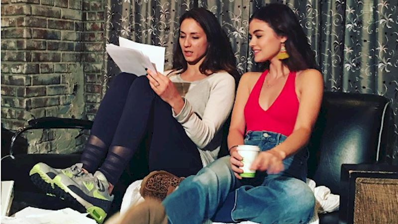 Pretty Little Liars - 8 Super Awesome Cast Moments You Might Have Missed This Week! - Thumb