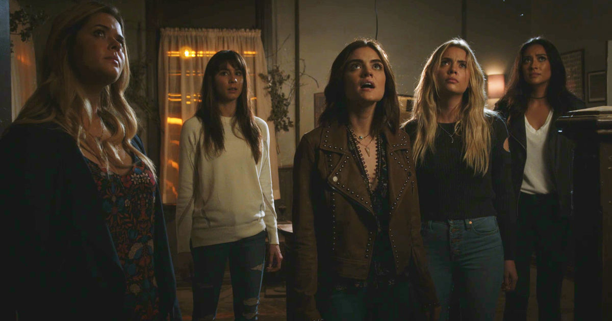 Pretty Little Liars - Your Official Recap For The Summer Finale: The Darkest Knight - 1011
