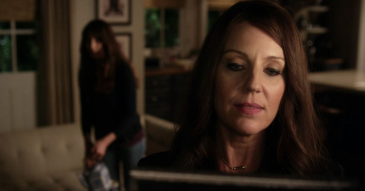 Pretty Little Liars - Can You Believe Spencer Is Mary Drake's Daughter?! - 1002