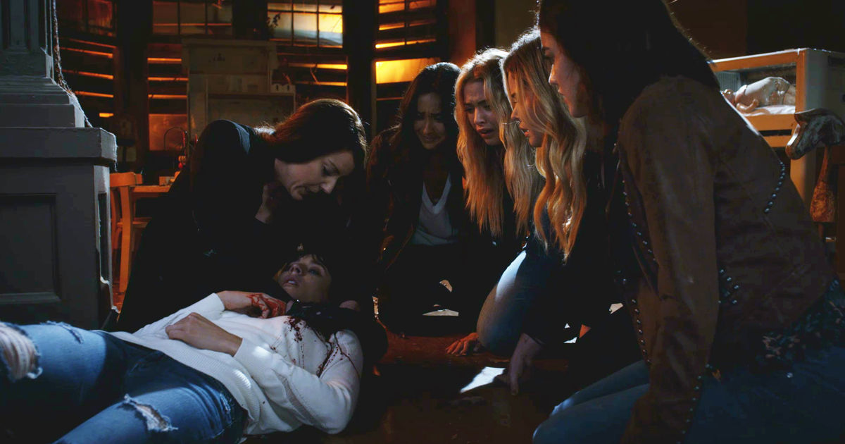 Pretty Little Liars - Your Official Recap For The Summer Finale: The Darkest Knight - 1014
