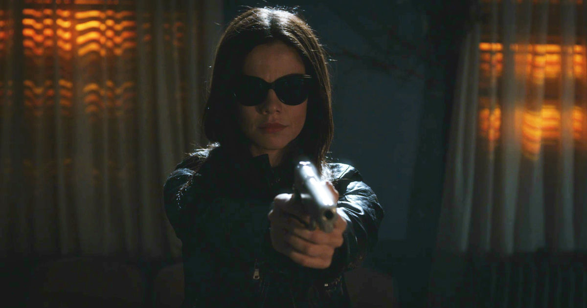 Pretty Little Liars - Your Official Recap For The Summer Finale: The Darkest Knight - 1012