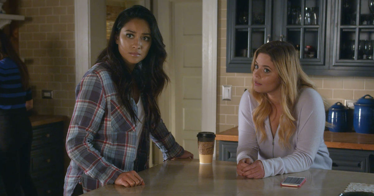 Pretty Little Liars - Your Official Recap For The Summer Finale: The Darkest Knight - 1004