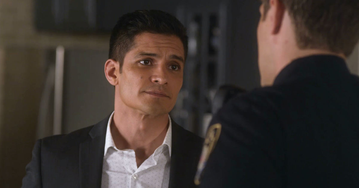 Pretty Little Liars - Your Official Recap For The Summer Finale: The Darkest Knight - 1002