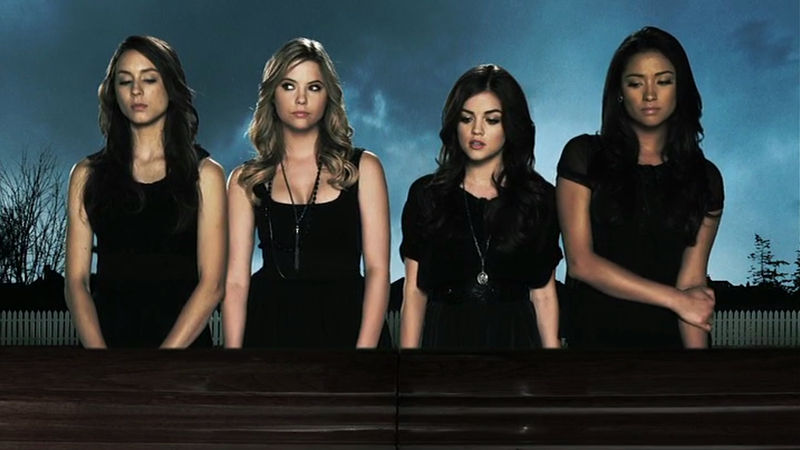 Pretty Little Liars - 10 Things The Liars Were Dealing With Alongside Alison's Investigation In Season 1 - Thumb