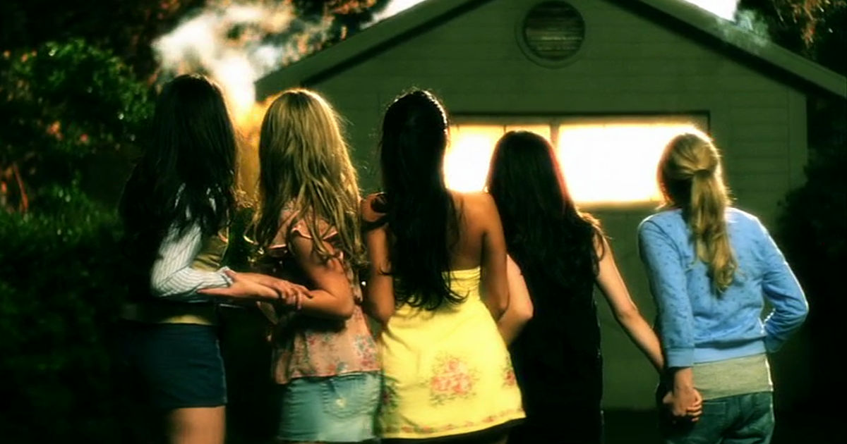 Pretty Little Liars - 10 Things The Liars Were Dealing With Alongside Alison's Investigation In Season 1 - 1002