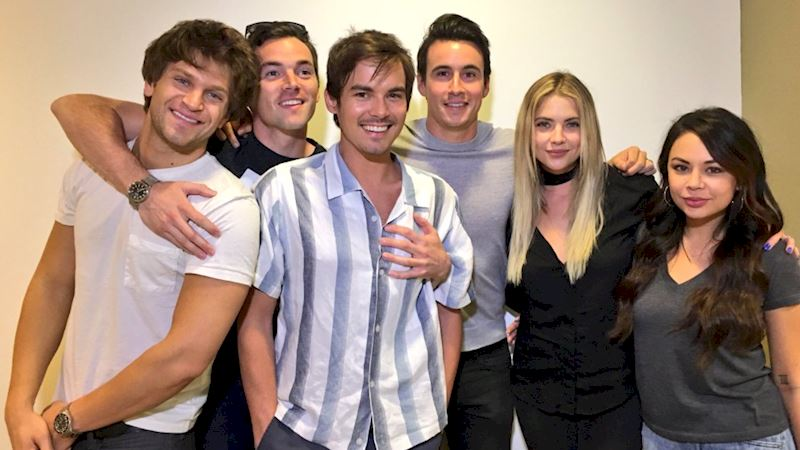Pretty Little Liars - FINALE! Live Social Chat with the Cast: Follow Along!  - Thumb
