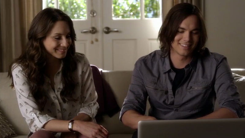 Pretty Little Liars - Watch Spencer And Caleb Bond Over Passwords And Sweaters In This Funny Season 3 Clip - Thumb