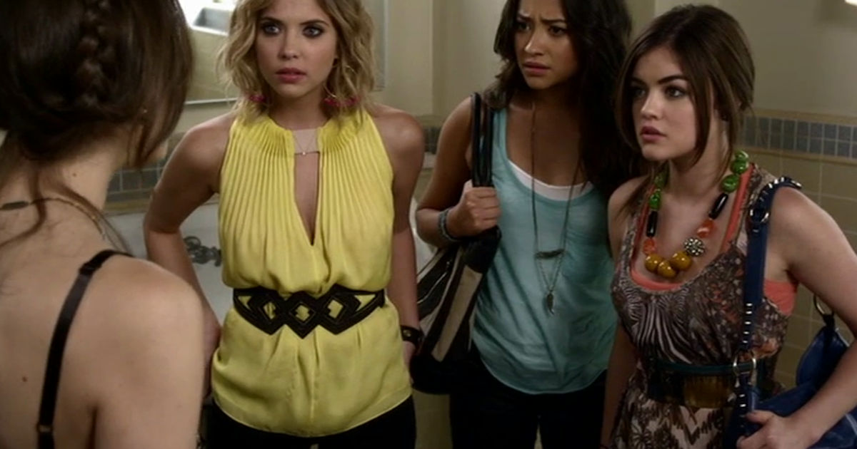 Pretty Little Liars - Countdown Aria's Most Quirky Outfits From Episode 49 With Us! - 1005