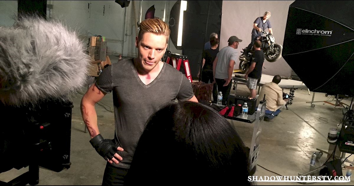 Shadowhunters - [EXCLUSIVE PHOTO] Caption This Jace Photo!  - 1002