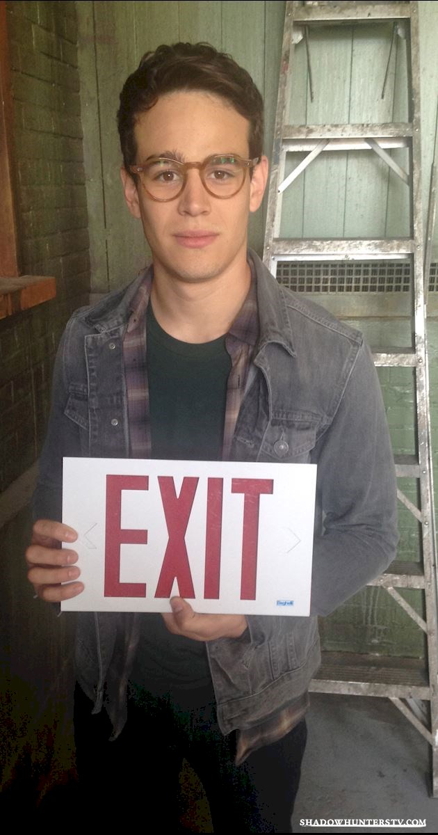 Shadowhunters - [EXCLUSIVE PHOTOS] Simon Lewis: No Exit - 1002