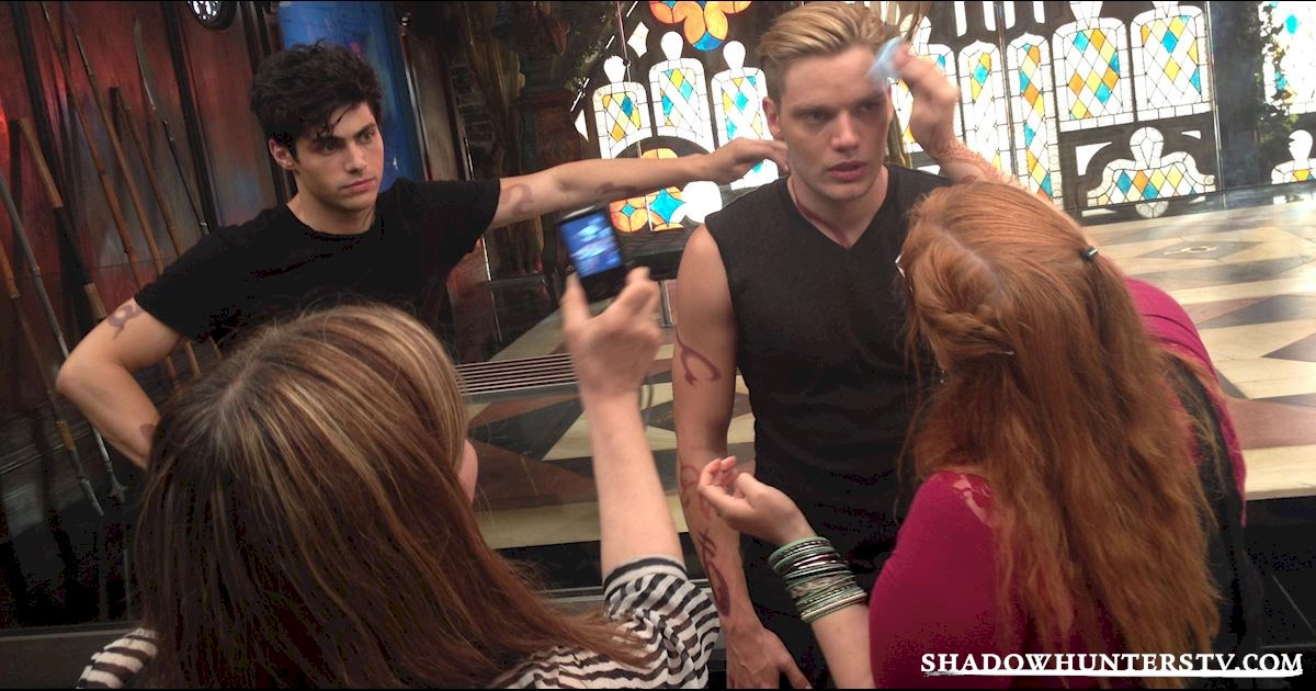 Shadowhunters - [EXCLUSIVE PHOTOS] Shadowhunters On Camera and Off  - 1008