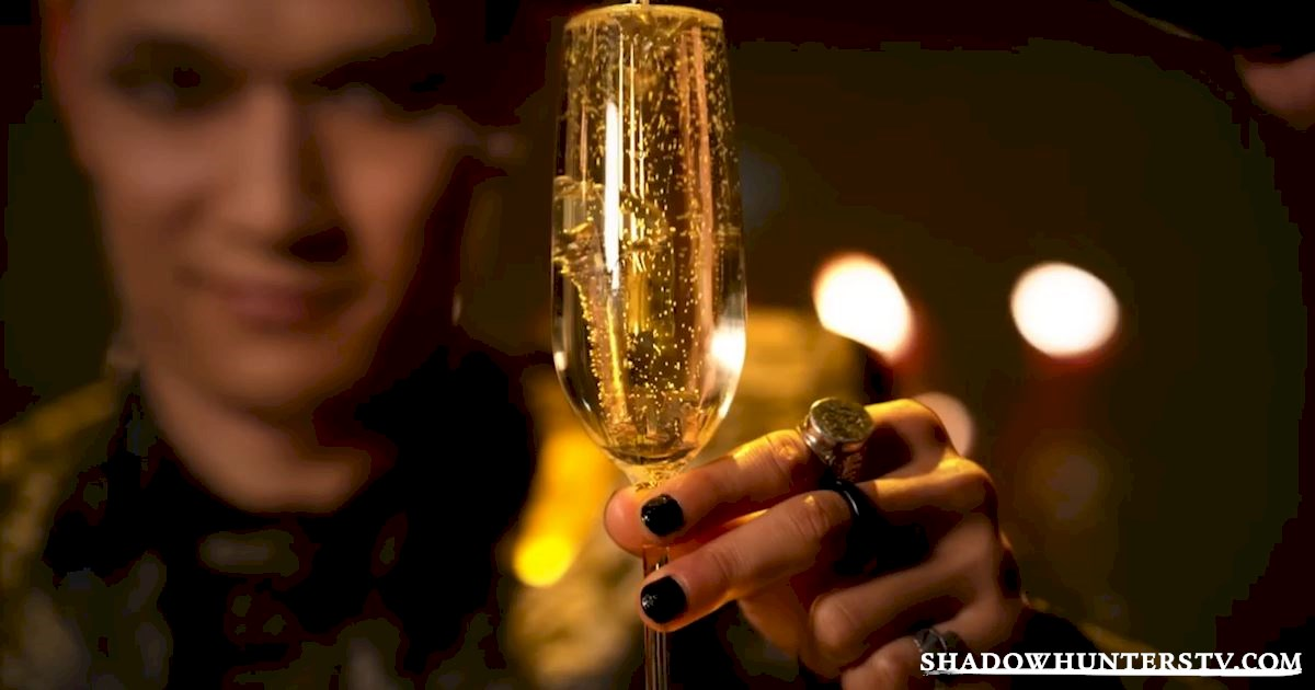 Shadowhunters - The 8 People You Always See On New Years Eve - 1001