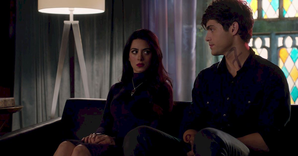 Shadowhunters - 60 Times Izzy And Alec Were Sibling Goals! - 1025