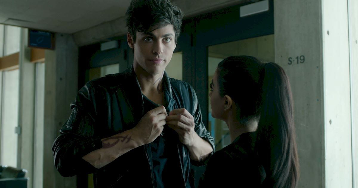 Shadowhunters - 60 Times Izzy And Alec Were Sibling Goals! - 1021