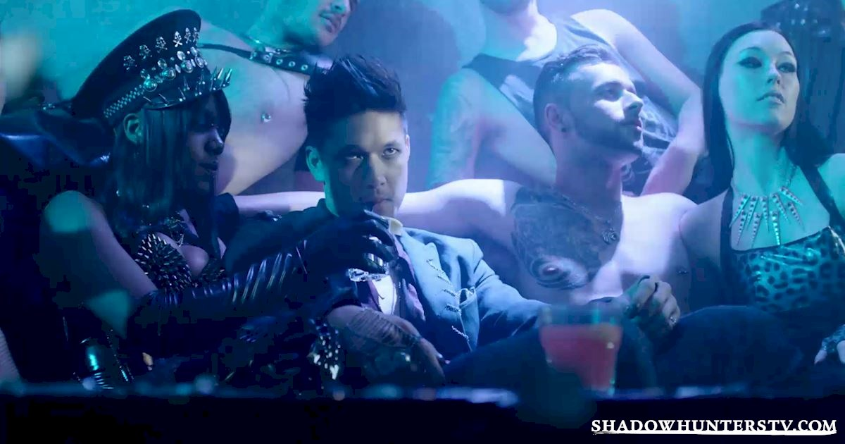 Shadowhunters - 12 Reasons Why Magnus Bane Kicks Ass As The Owner Of Pandemonium - 1008