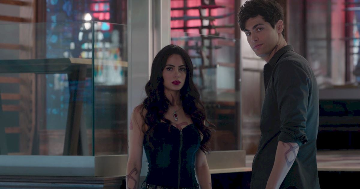 Shadowhunters - 60 Times Izzy And Alec Were Sibling Goals! - 1030