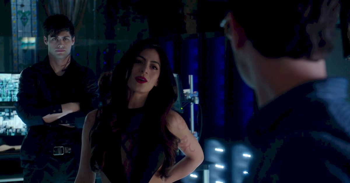 Shadowhunters - 60 Times Izzy And Alec Were Sibling Goals! - 1005