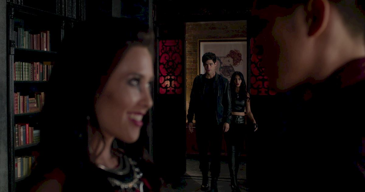 Shadowhunters - 60 Times Izzy And Alec Were Sibling Goals! - 1057