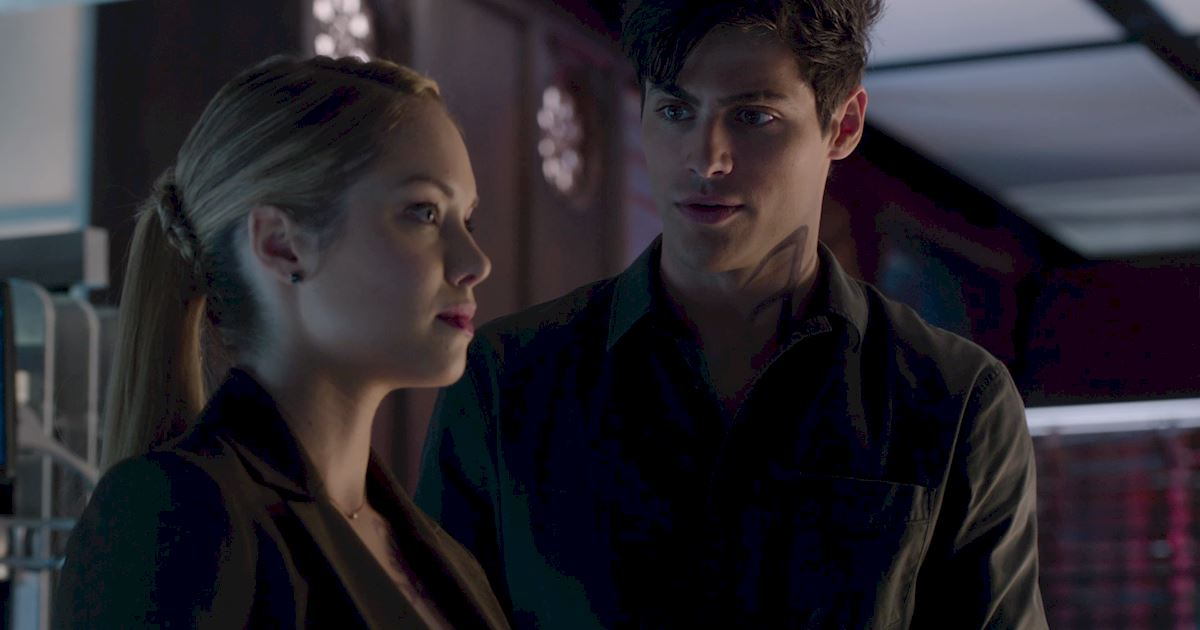 Shadowhunters - 60 Times Izzy And Alec Were Sibling Goals! - 1031
