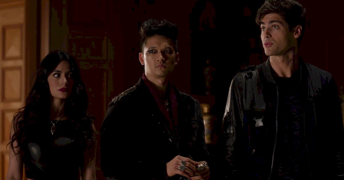 Shadowhunters - 60 Times Izzy And Alec Were Sibling Goals! - 1060