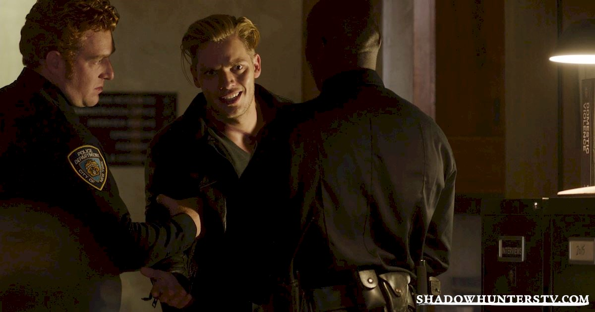 Shadowhunters - 14 Innocent People Who Were Just Trying To Do Their Jobs In The Shadow World! - 1017