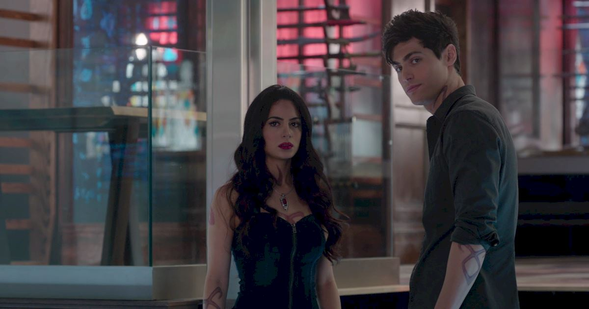 Shadowhunters - 16 Times People Weren't Where They Were Supposed To Be In The Shadow World! - 1007