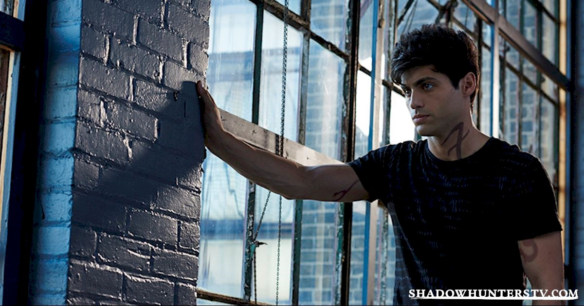 Shadowhunters - [VIDEO] Getting Up Close And Personal: Alec Lightwood - 1003
