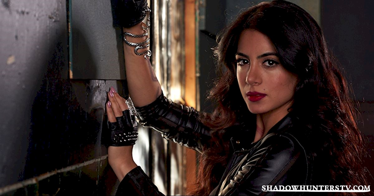 Shadowhunters - [VIDEO] Getting Up Close And Personal: Isabelle Lightwood - 1003