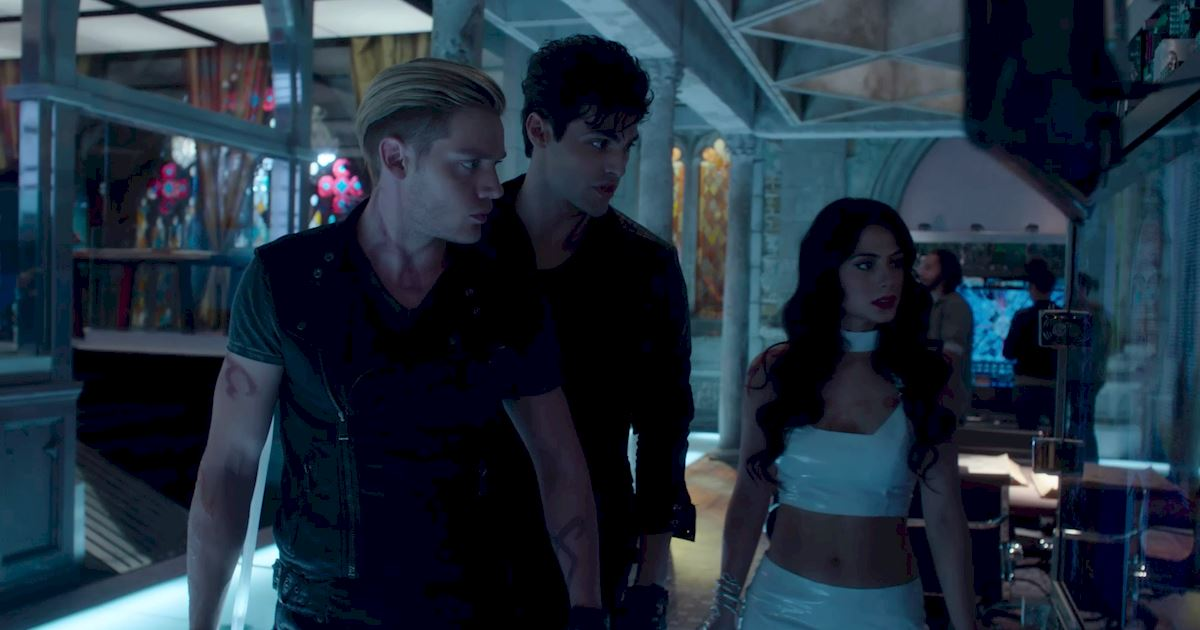 Shadowhunters - 23 Times That Isabelle Lightwood Was A Total Boss! - 1002