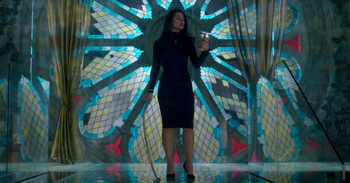 Shadowhunters - 23 Times That Isabelle Lightwood Was A Total Boss! - 1014