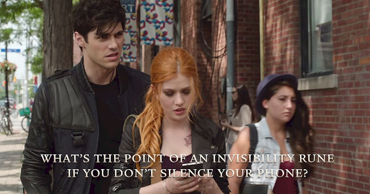 Do clary and alec become friends before dating