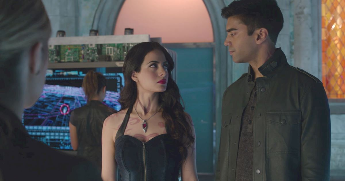 Shadowhunters - The Best Dirty Looks Of Season One: Part 2 - 1006