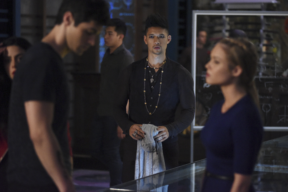 Shadowhunters - Official Photos Of Episode 201: This Guilty Blood! Check Out Shirtless Magnus! - 1004