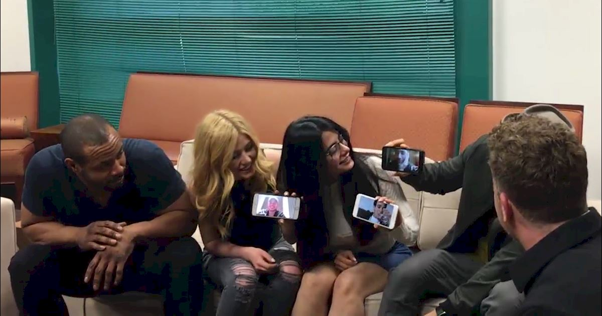 Shadowhunters - [EXCLUSIVE] Watch As The Shadowhunters Cast Finds Out There Will Be A Second Season! - 1003