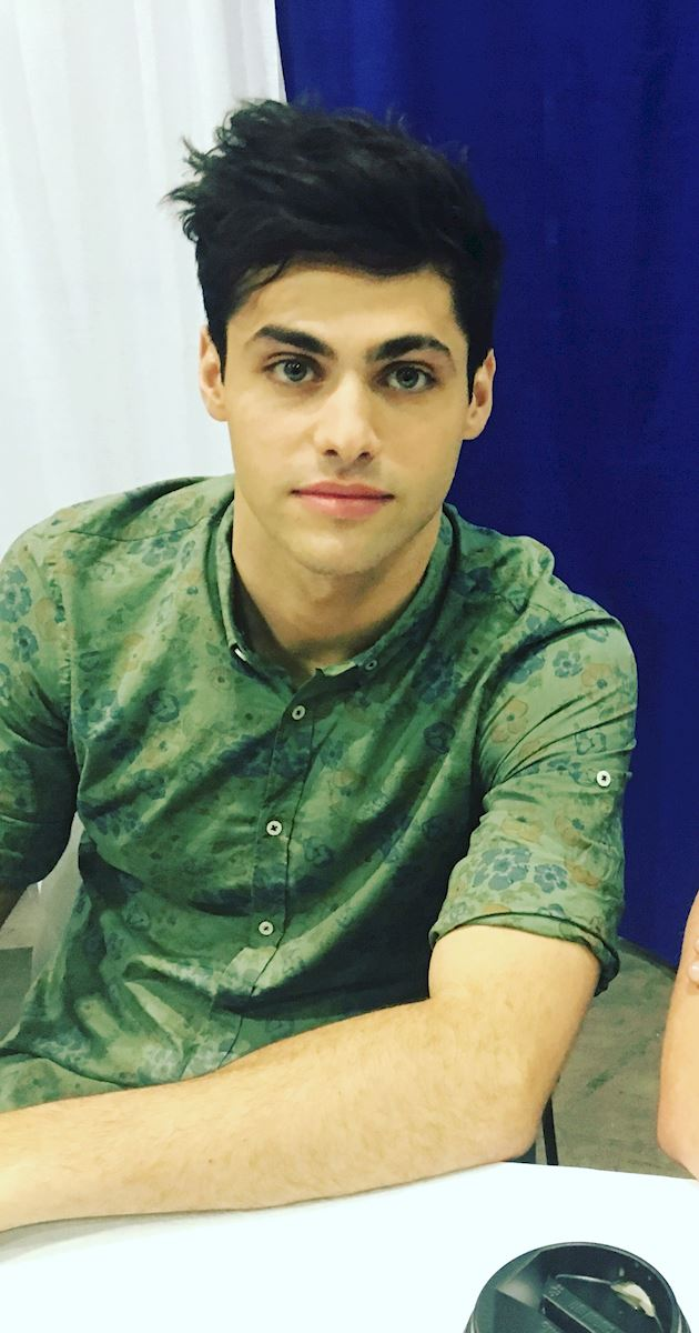 Shadowhunters - Live Updates! The Shadowhunters Cast at WonderCon! - 1005