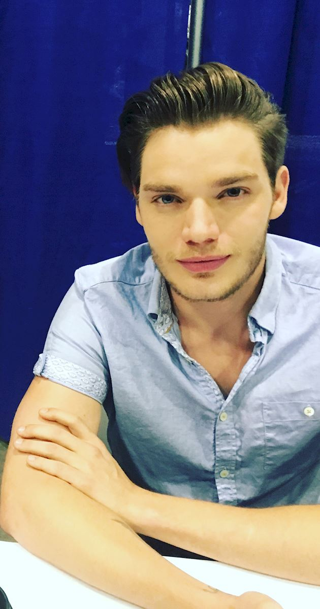 Shadowhunters - Live Updates! The Shadowhunters Cast at WonderCon! - 1006