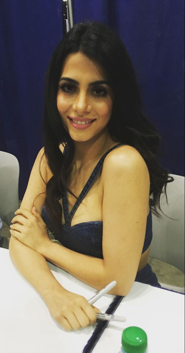 Shadowhunters - Live Updates! The Shadowhunters Cast at WonderCon! - 1011