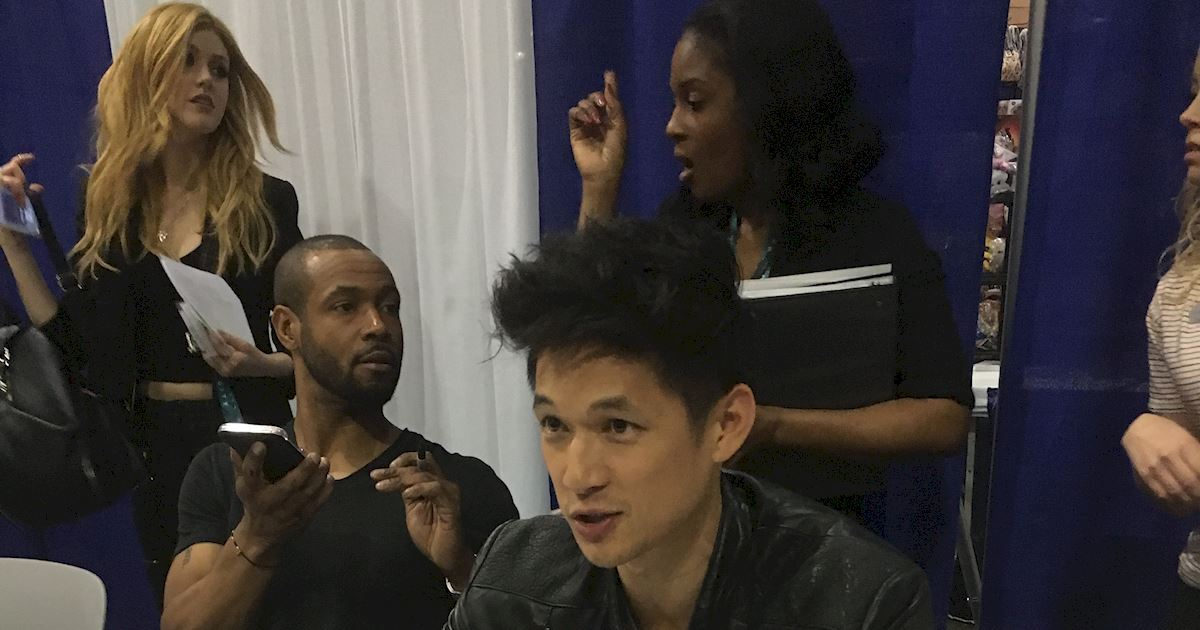 Shadowhunters - Live Updates! The Shadowhunters Cast at WonderCon! - 1013