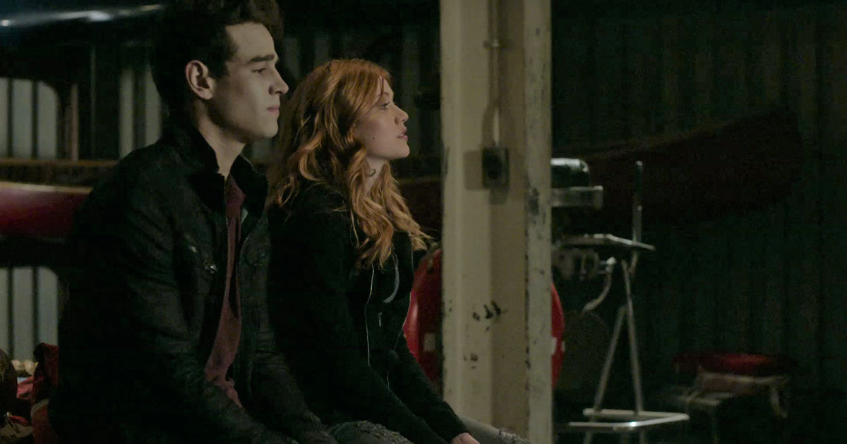 Shadowhunters - EXCLUSIVE: Executive Producer/Writer Michael Reisz Discusses The Season Premiere!! - 1010