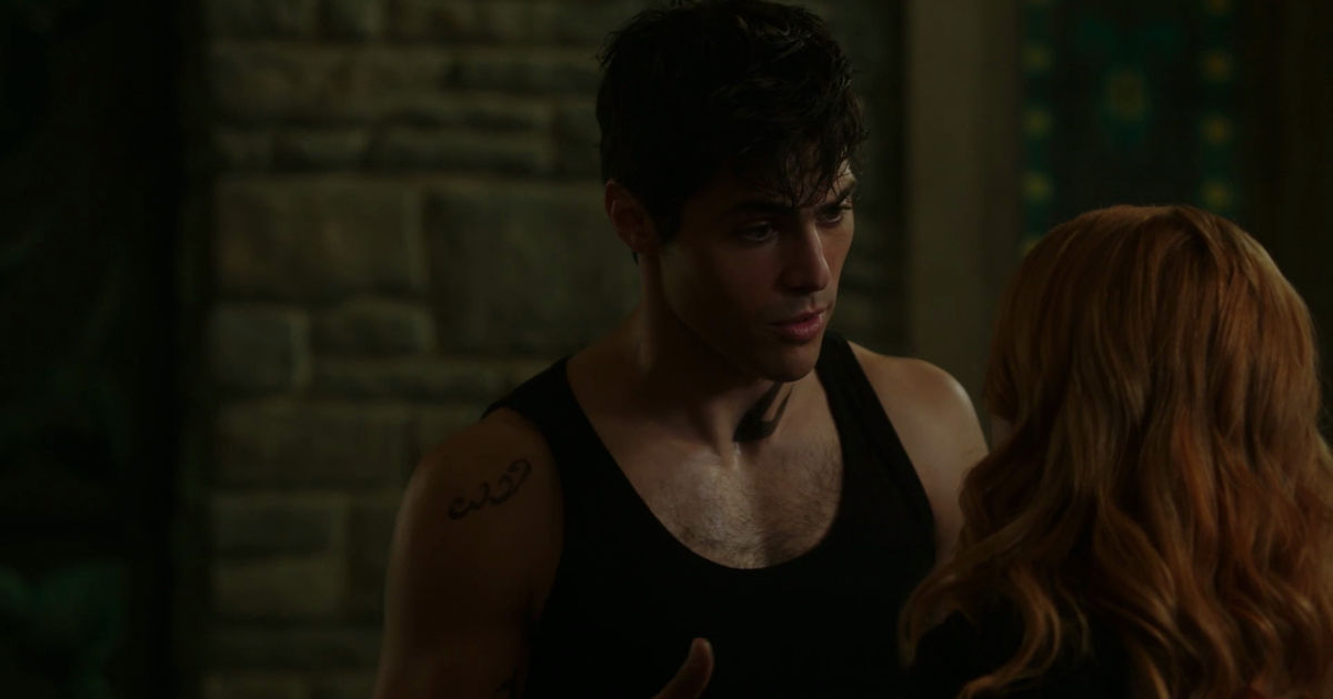 Shadowhunters - Alec And Clary Fight Over Who Loves Jace The Most In This Episode 2 Sneak Peek! - 1007